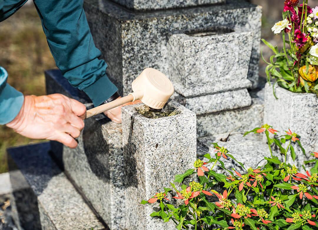 お墓の掃除代行サービス